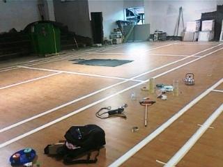 lantai kayu badminton