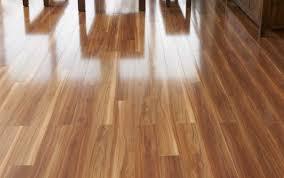 lantai keramik motif kayu mengkilap