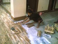 cara memasangan lantai kayu 1